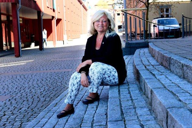 UTFORDRES: Eik-beboer Fredriksen vil ha Tønsberg-ordfører Anne Rygh Pedersen på banen for å bli kvitt støyen.