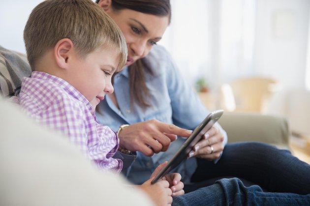 VOKSENANSVAR: Dersom barna lærer å gjøre økonomiske vurderinger som barn og unge, er de godt rustet til å ta kloke valg som voksne, skriver Øyvin Hansen.