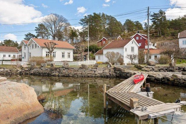 Her på Sandøya har vi nettopp hatt salg av fire, eller fem helårsboliger, og flere kan være på gang. De som er solgt er solgt som helårsboliger og annonsert med boplikt. Ingen kjøpere kan hevde seg ukjent med dette.