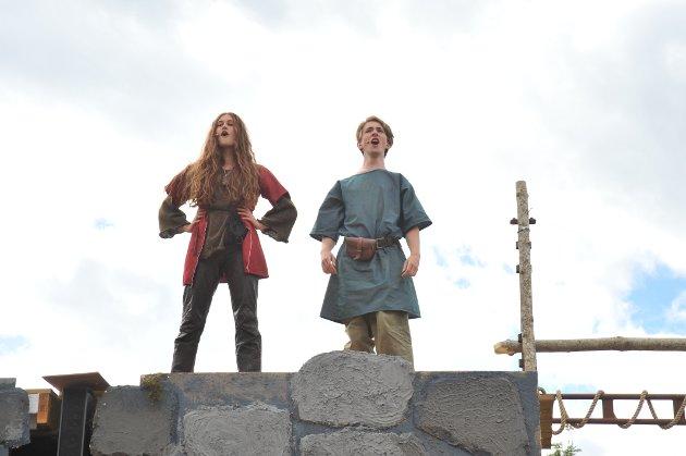 Ronja (Mina Kraft) og Birk (Mathias Aspen)