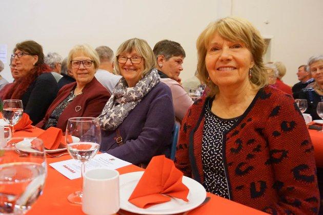 Eva Hansson, Karin Rustad Graham og Karin Simensen (f.v) var blant gjestene som fikk servert julelunsj på Follo Folkehøgskole.