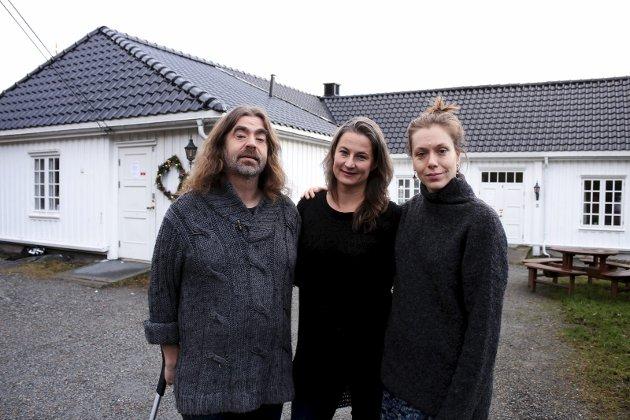 Trio: Bjørnar Wetlesen, Linda Maria Lorvik og Emilie Dahlén håper mange finner veien til Nesoddtangen gård lørdag. foto: Henriette slaatsveenen