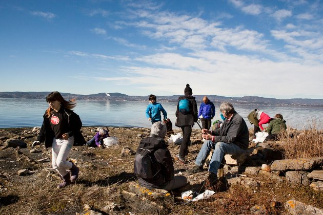 Nok å gjøre for de som stilte opp for å rydde på øyene på Nesodden. Anne foto: Yvette Jansen Rudland