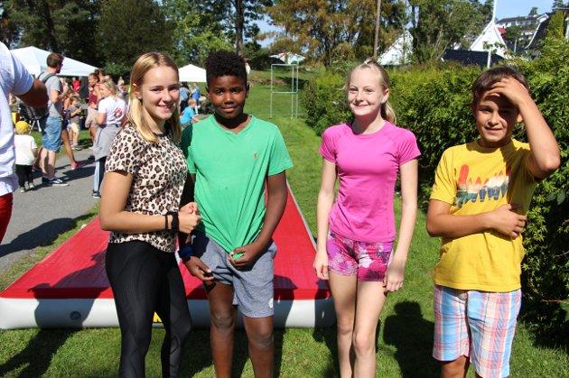 Turnere av rang: Fra v. Vilja Nordsæter (13), Anderson Svads (13), Leah Maria Kornstad Bonde (12) og Gabriel Pikelis (13), elever ved Dyrløkkeåsen skole.