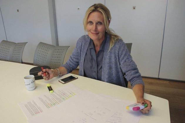 ETTERLYSER ENGASJEMENT: Redaktør i Retten, Guri Jortveit, frykter at Tynset sjukehus sakker akterut mens sørfylket krangler om nytt storsjukehus.
