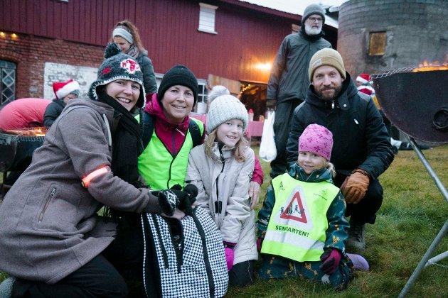 TURKLARE: f.v. Gunn Nordskaug (48), Turid Bråte (61), Savannah Nordskaug (9), Sonja Nerland Bråte (4) og Jon Bråte (36) fra Kroer.