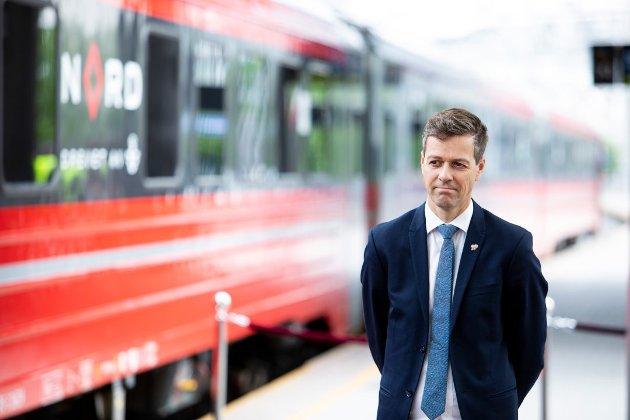 VIL TA OVER: Samferdselsminister Knut Arild Hareide (KrF) går inn for at staten skal ta over reguleringen av nytt dobbeltspor og togparkeringsanlegg i Ås.
