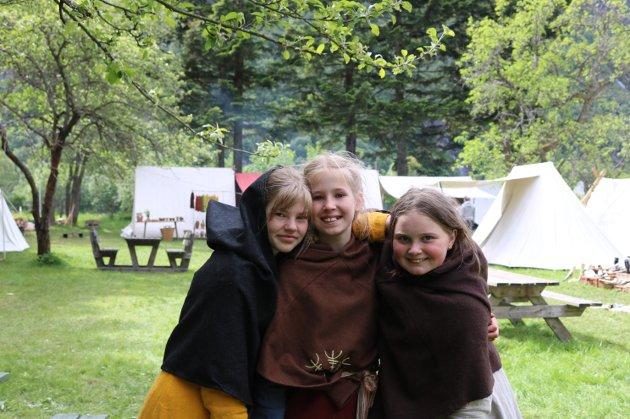 Venninnene (f.v.) Britt Cecilie Joensen, Antonie Næss Kjønø og Vilja Marie Alvestad Helgadotter kom tilreisende fra både Nordmøre, Romsdal og Sunnmøre.