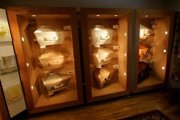 KAN BLI KOSTBART: Begravelser koster i snitt mellom 30 000 - 40 000 kroner. Likevel vegrer mange seg for å snakke om pris. Det kommer begravelsesbyråene til fordel. (Illstrasjonsfoto: Morten Holm/Scanpix)