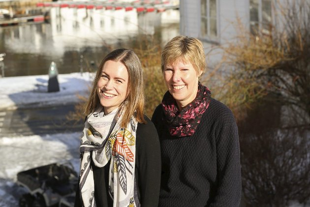 GIR HÅP: Judith Birkedal Johansen (t.h) og Elisabeth Gundersen fra Risør er blant innbyggerne i Risør som nå går til sak mot UDI.