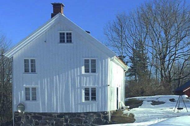 BOPLIKT?: Dette er eiendommen som innleggsforfatteren nå har fått frittak fra bopliktskravet på.Foto: privat