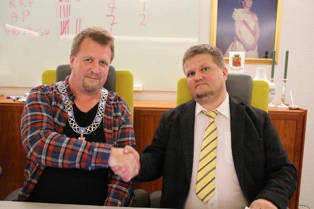 LEDERDUO: Torbjørn Klungland (Frp) og Stian Birkeland (KrF), henholdsvis ordfører og varaordfører i Flekkefjord de neste fire årene.
