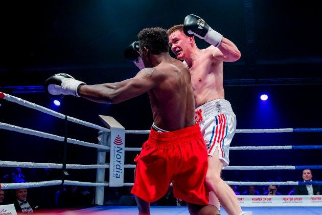 Oslo 20191116.  Alexander Hagen fra Norge bokser mot Emmanuel Feuzeu fra Spania i Ekeberghallen i Oslo lørdag. Foto: Håkon Mosvold Larsen / NTB scanpix