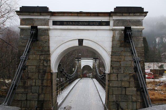 Bakke bro er stengt for alle kjøring på ubestemt tid.