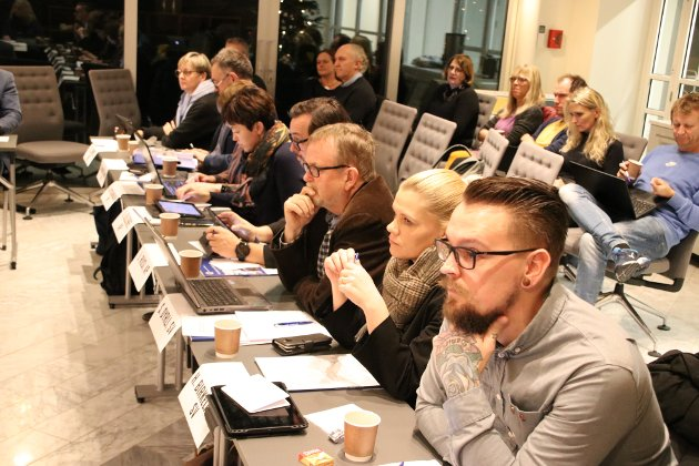 Fra bystyret før jul. Steinar Dyrli (SV)  (nummer tre fra høyre på bildet)