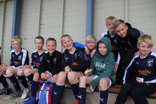 Gutter 12 fra Kvinesdal er klar både for egne kamper på Uenes og kveldens tore TV-kamp mellom Liverpool og Tottenham.