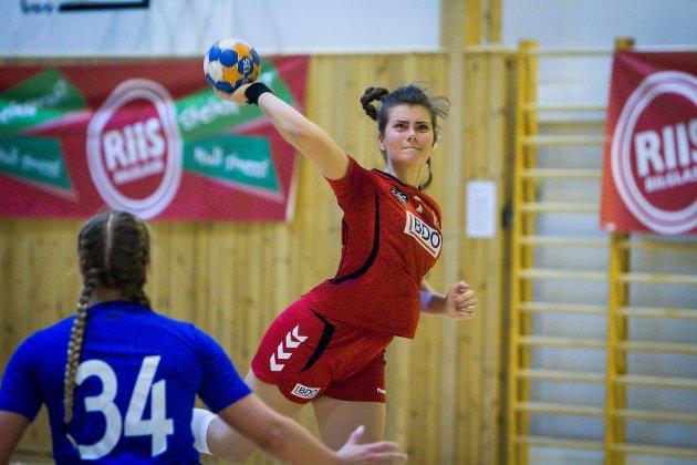 Handball J156. Knarvik - Fana 18-22. Lilly Camilla Småland.