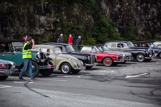 Lørdag arrangerte Bergen Veteranvogn Klubb Vestlandstreffet for veterankjøretøyer. Starten gjekk frå Knarvik, over Radøy Austrheim og Lindås tilbake til Alver Hotell. 70 bilar var påmelde til treffet.