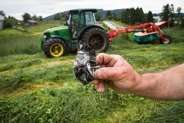 DREP KUA: Denne kvesta brusboksen fann bonden i dyrefôret. Han har allereie måtta avliva ei ku grunna knuste bitar i magen.