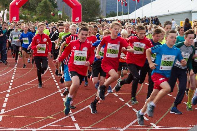 Knarvikmila 2017 ungdomsløp Knarvik stadion