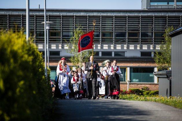 Sagstad skulekorps startar dagen med innmarsj til Meland sjukeheim der dei spelar for bebuarar og tilsette.