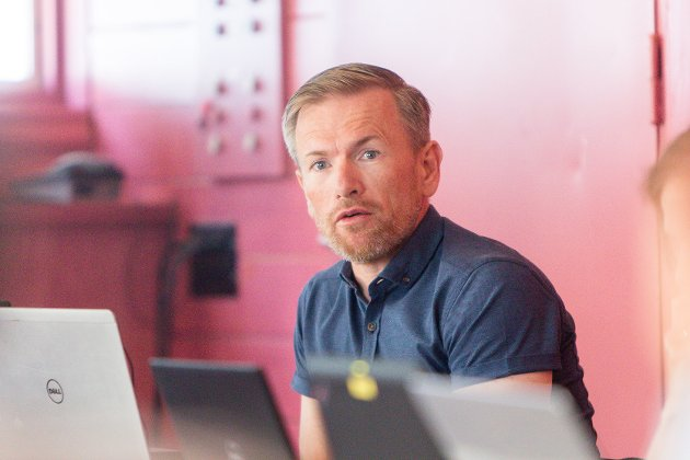 Bjørklid oppmodar rådmann Ørjan Raknes Forthun om å gjere greie for dei politiske føringane som er endra i eit ope brev til innbyggjarane.