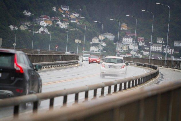 Å flytte den nye ytre bomringen i Bergen til Nordhordlandsbrua, slik Høgre sin byrådsleiarkandidat Harald Victor Hove har foreslått, er eit dårleg forslag skriv Nh på leiarplass.
