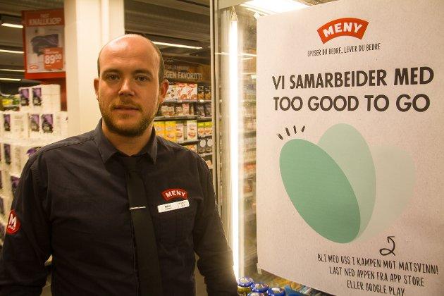 Meny Knarvik og butikksjef Marius Aalen reduserer matsvinn med appen med det engelske namnet «Too good to go».