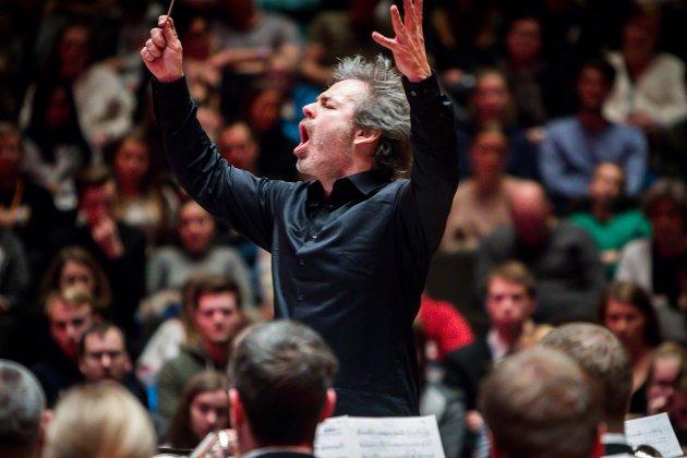 Frå NM i brass 2018. Eikanger-Bjørsvik musikklag og det årets NM-dirigent Ingar Bergby.