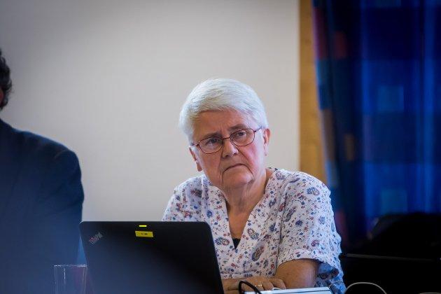 Tidlegare Senterparti-politikar i Lindås, Anna K. Valle, stiller spørsmål ved kvifor det var så viktig for fleirtalet i kommunestyret i Alver å leggja lokk på saker frå 2017 til 2019 i saka om forvaltningsrevisjon av korleis kommunen har handtert paragraf 9A i opplæringslova.