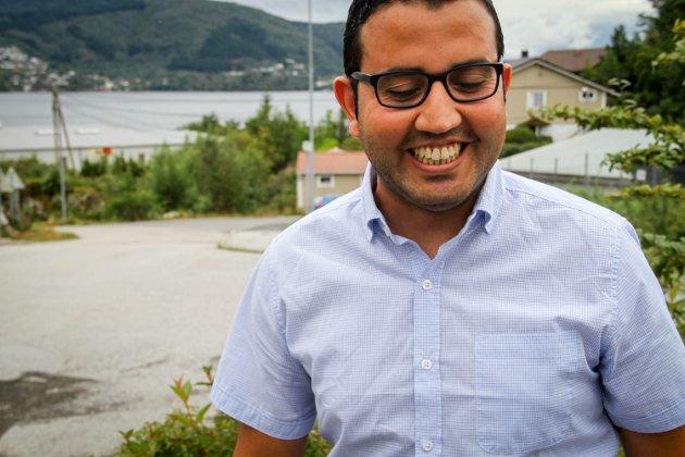 Fares Albattoura sit i styret til Alver Arbeidarparti, og stod på lista til kommunevalet, men fekk beskjed om at han ikkje var godkjent kandidat.
