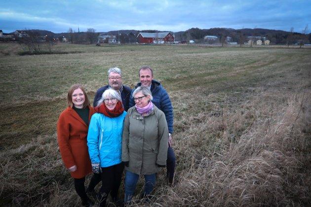 Flertall for bevaring av Rønvikjordene.Foran Astrid Olsen (SV), Ingrid Lien (Sp) Bak ordfører Ida Pinnerød (Ap), fylkesråd Knut Petter Torgersen (Ap) og Morten Melå (Ap)