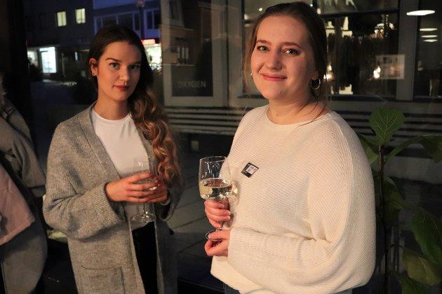 Siv Hagerberg Iversen (24) og Carmen Botn (28) tok begge turen til arrangementet alene. Iversen innrømte at dette var litt utenfor komfortsonen hennes, men var glad hun hadde kommet.
