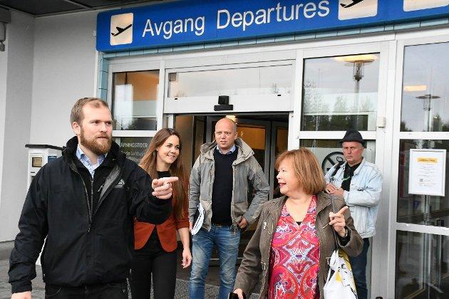Willfred Nordlund, fylkesleder Trine Fagervik og Siv Mossleth tok imot partileder Trygve Slagsvold Vedum i Bodø. Foto: Anders Bergundhaugen