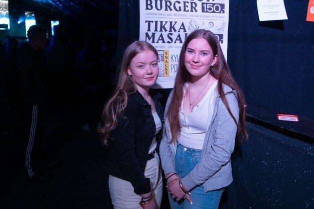 Nathalie S. Olsen (14) og Tora Gravem (14).