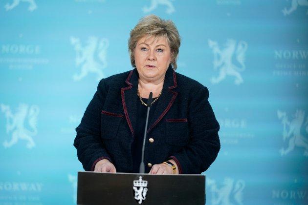 Statsminister Erna Solberg på en av de mange pressekonferansene.