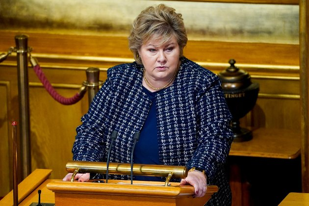Erna Solberg under mandagens koronaorientering i Stortinget