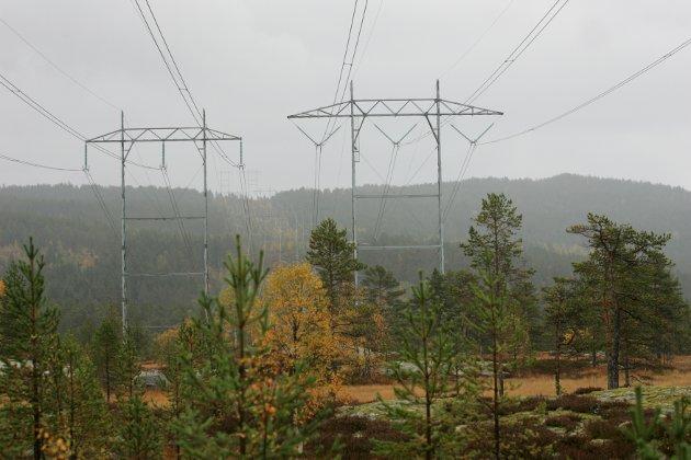 Høyspentlinjer og strømproduksjon. Her fra Jondalen utenfor Kongsberg.
