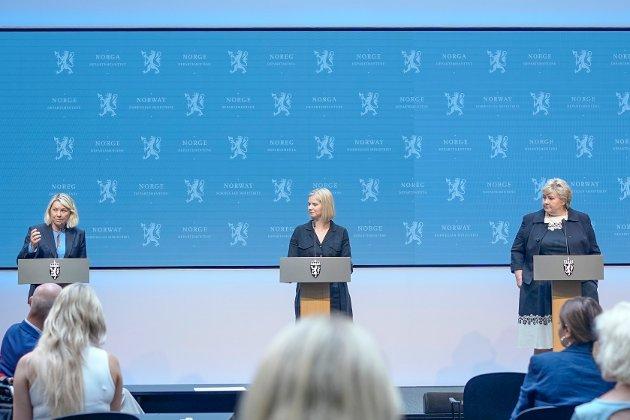 Justis- og beredskapsminister Monica Mæland,  kunnskaps- og integreringsminister Guri Melby og statsminister Erna Solberg på en av regjeringens mange korona-pressekonferanser.