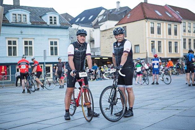 Klokken seks om morgenen gikk startskuddet for de aller sprekeste ved Grieghallen. BA-gubbene Per Randers Haukaas (t.v.) og Arne Ristesund startet en snau time senere sammen med de med mer beskjedne ambisjoner.