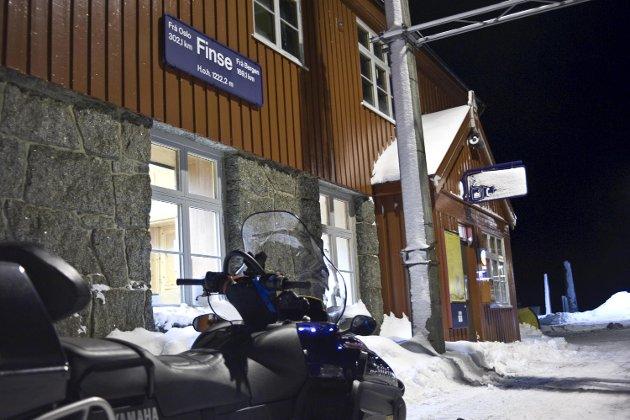 Finse stasjon. 20091228  <B> <B>