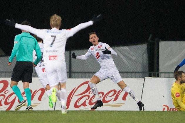 Sogndals Joachim Soltvedt jubler for sin 1-1-scoring mot Stabæk i nest siste serierunde i 2017. (Arkivfoto: NTB scanpix)