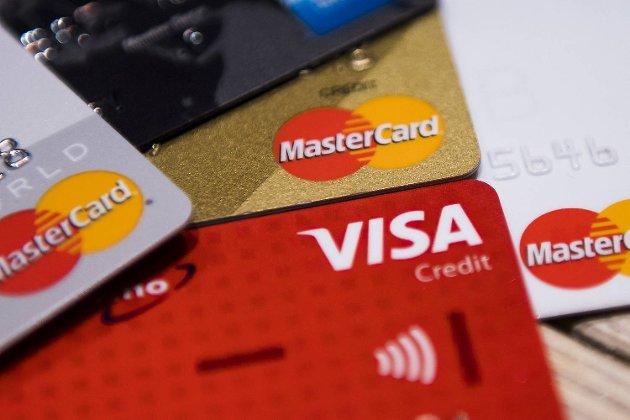 Bankene lar kundene gå i en kredittkortfelle, mener summeren.