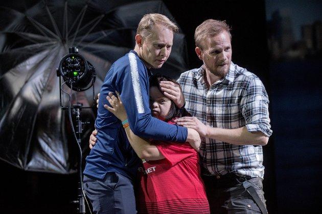 Jonatan Filip, Anne Sofie Kvalvik og Frode Bjorøy i «Vildanden»