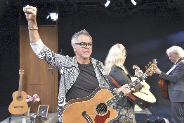 «Gitaristene», med blant andre Bjørn Willberg Andersen på scenen, ble spilt for første gang i Teaterkjelleren lørdag. foto: Ole Friele Jr.