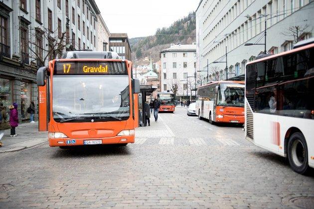 Det bør være billigere å kjøre buss enn bil.