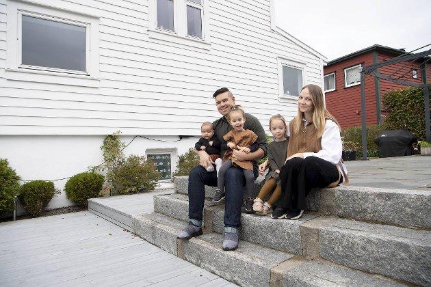 Huset ved Hæggernes valsemølle er bygget i mur, og lagt treverk utenpå. Familien som bor i huset fra 1925 er ekteparet Lloyd Christian Hopkin og Tonje Elise Hopkin, med barna Theodor (2 md.), Emilia (2) og Sophia (4).