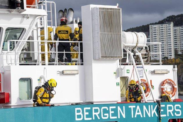 Bergen Brannvesen og Oslo Brannvesen sine RITS grupper hadde tirsdag øvelse i Byfjorden. Sammen med Forsvaret og redningshelikopter fra Florø skulle de  stoppe en gasslekkasje ombord i tankbåten MS Bergen Tank.