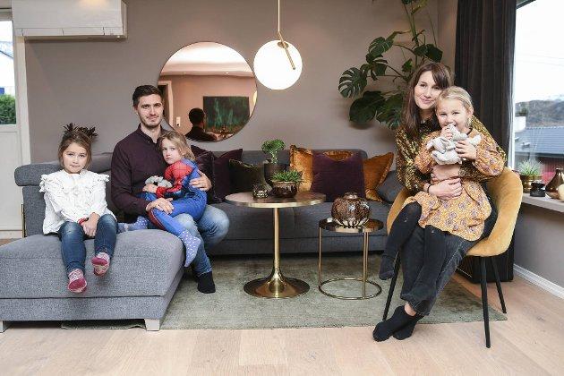 Ekteparet Fredrik og Susann har pusset opp huset rom for rom. Her med døtrene (f.v.) Ariel (7), Håp Victoria (5) og Naomi (4).