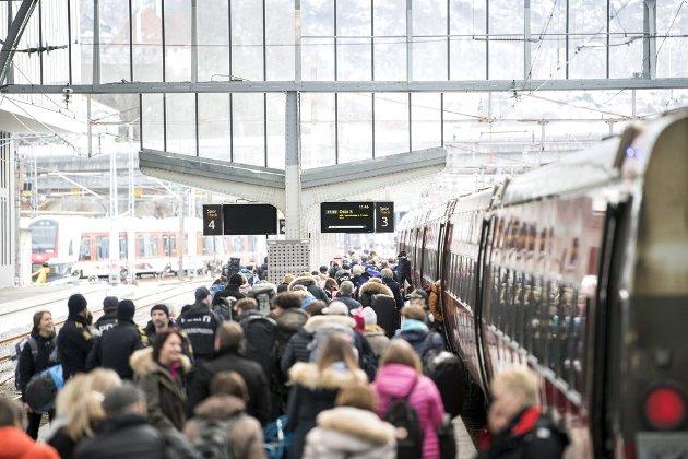 Hvis Bergen i tillegg til utbedret Bergensbane også skal kjempe for et prosjekt i mange hundre milliarder kroners-klassen, vil det svekke argumentene for en ny, og svært etterlengtet Bergensbane.